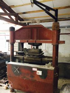 Mašine Prese za proizvodnju Lopata i dr.alata