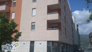 Mostar vrh avenie dvosoban nov kompletno namjesten stan