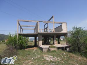 Zemljište 1400 kvadrata sa ruševnom kućom, Kutilivač